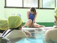 水泳授業に乱入して女教師に遠隔バイブ、女生徒たちには強制Tバックにする