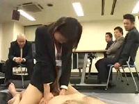 会議中の男性社員たちの前で羞恥セックスする女子社員