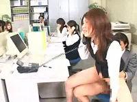 女子社員を騎乗位でハメながら電話の応対をさせるセクハラ会社