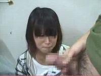 ウブな女子をトイレに連れ込みイタズラしてムリヤリ射精した後の精子を匂わす