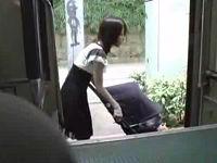 バスに乗った子連れベビーカーママさんを鬼畜集団がお構いなしにハメ倒す