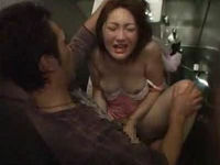 酔った振りしてキャバ嬢に介抱してもらいトイレに誘い出しレイプする鬼畜男