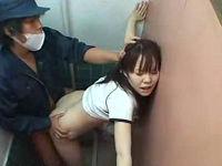 女子テニス部の巨乳JKがトイレに入ったところをレイプする鬼畜掃除人