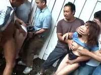 林道で痴漢集団に襲われ鬼畜野外レイプされるむっちり母娘