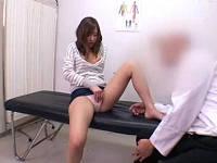 夫のインポで悩む奥さんを診断と称してハメて喘がせる変態医師