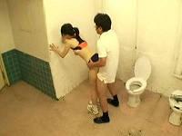 トイレでドーピング検査中に検査員に犯される女子体育大生