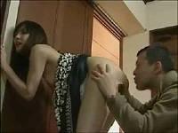 出所して性欲が溜まっている男が元彼女と再会してま○こにツバかけ立ちバックで即ハメる