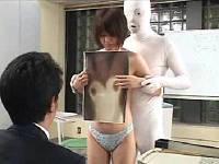 営業先の企業で透明人間に裸にされて犯されながらコピー機の説明をする女子社員