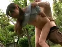 親戚の集まりに来ていた従妹にま○こ見せてもらい発情してきたので木陰で青姦する