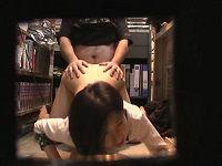 アルバイト先の本屋で店長に命令されて下半身裸で接客しお客と羞恥交尾するむっちり女店員さん