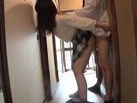 姉の女友達が遊びに来て廊下でこっそりベロチュウしてきたので発情し姉にバレない様にハメまくる