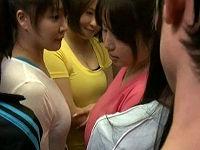 混雑したエレベーターに乗り込んできた巨乳レオタード女子3人に密着してち○こ擦りつけ射精する