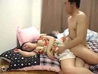 酒に酔って寝ている夫の横で断りきれずに上司に尻舐められまくりハメられまくるむっちり巨乳妻