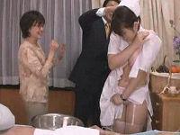 おっとり新人看護師のナース服が水に溶けて発情した男性患者とその父親が我慢出来ずに犯しまくる