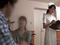 入院中の夫を献身的に看病する妻が疲れて眠ってしまった隙に夫を誘惑しその場で寝取る女性看護師