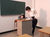 補習中に寝てしまったミニスカ女教師のむっちり太ももに発情し触っていたら目覚めてセックス求めて来た