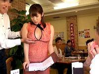 高額時給欲しさにノーパンノーブラお尻ペロン衣装でファミレスの羞恥接客してハメられまくる女子たち