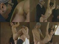 捕虜になった為に両手を縄で縛られ男達にバックで犯される女性兵士