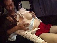 夜行バスで乗り合わせた美乳女子大生が痴漢男に声も出せずイカされてチ○コハメられピストンされまくる