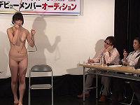 芸能界デビューを餌に公開オーディションを開き全裸女子の必死で恥ずかしい格好で一発芸させられる姿がいやらしい