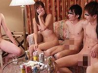 可愛いお姉さんが素人男性との乱交パーティに参加して全裸姿で男たちからチ○コハメられまくる