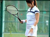 テニス部所属の太ももむっちり現役女子大生がAVデビュー。緊張でカチカチになりながらチ○コ挿されるとトロける姿がエロい