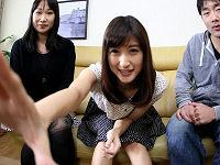 単身赴任中の夫に友達夫婦とパンツ一丁になりカメラ目線でセックスしまくる姿をビデオレターで送る美人妻