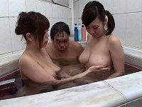 デカパイのお姉ちゃんが酔っ払って全裸でお風呂に入ってきた!身内と分かっていても巨乳には勝てず勃起してしまい…