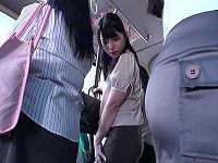 通勤OLだらけの満員バスでタイトスカートから伸びた黒パンスト脚に興奮した男がチ○コを押し付けたら我慢出来なくなりチ○コハメまくる