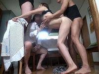 10人の息子の朝勃ちチ○コの処理をする高身長巨乳ママ、乳にむしゃぶりつく息子たちの腰抜けそうになるぐらいのピストンで喘ぎまくる