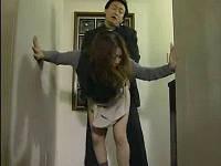 夫の留守中に同マンションの妻持ち男とセックスしまくる巨乳人妻