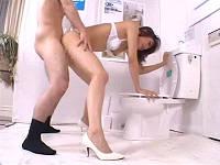 トイレショールームのお姉さんとセックス