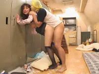 体育倉庫で巨乳女教師がレイプされる一部始終を撮影する
