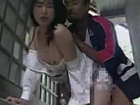 消防団員と彼女の路地裏セックス