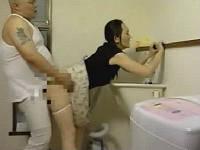 洗濯中の義母を立ちバックで突く